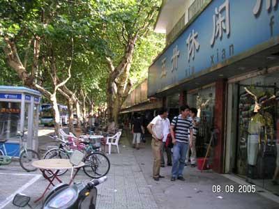 08.08.05-SuzhouParkMen[1]-716636